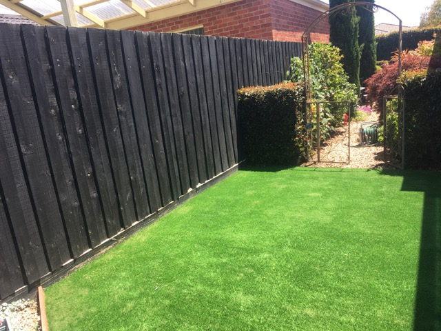 Cranbourne - Picturesque backyard with synthetic grass to match - Peninsula Synthetic Grass